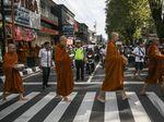 Melihat Persiapan Umat Budha Jelang Perayaan Waisak