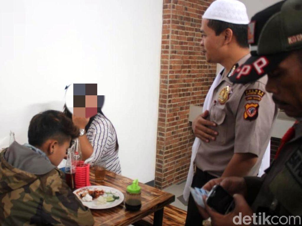 Petugas Gabungan Sisir Rumah Makan Buka Siang Hari di Sukabumi