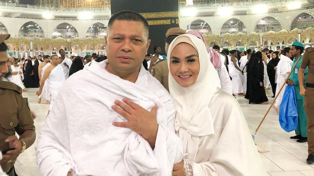 Banyak Foto dan Makeup Tebal saat Umrah, Krisdayanti Banjir Kritik