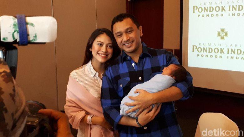 Istri Giring, melahirkan di rumah sakit Pondok Indah, Jakarta Selatan, Selasa (29/5/2018). Foto: Desi/detikHOT