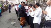 Di Desa Ini, Muslim dan Nasrani Datangi Vihara Ucapkan Waisak