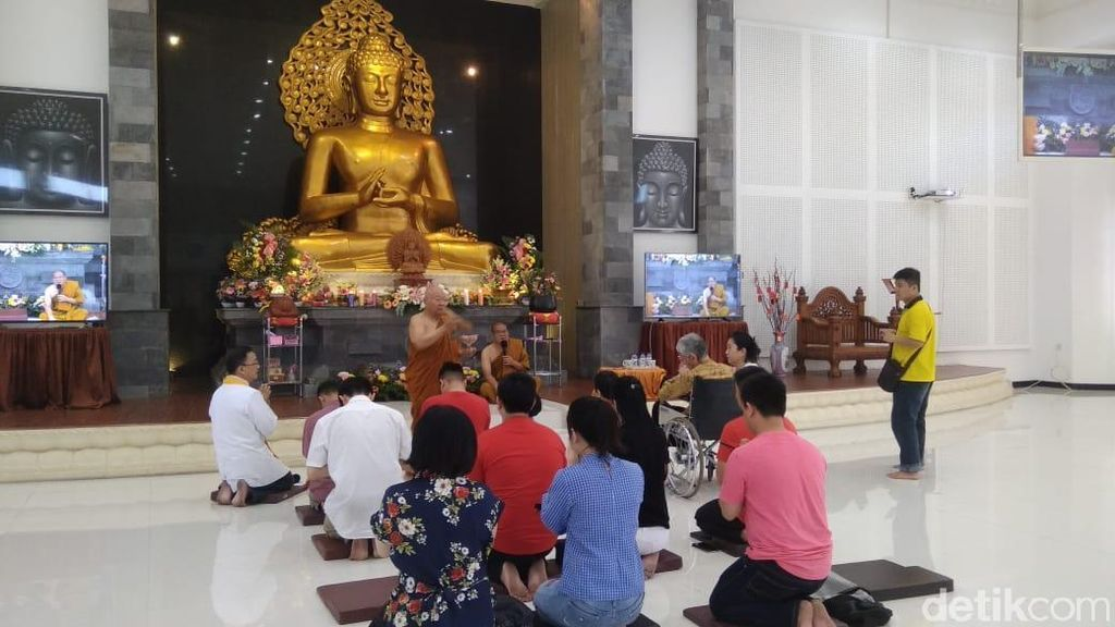 Rayakan Waisak, Ini Pesan Damai Bhikku untuk Umat Budha Surabaya