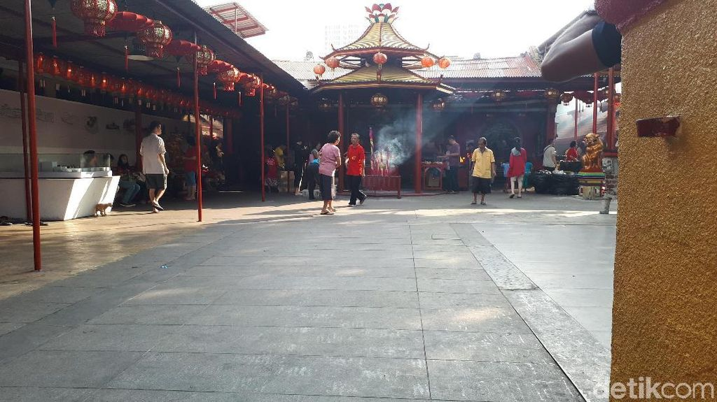 Umat Buddha Mulai Datangi Wihara Dharma Bhakti di Glodok