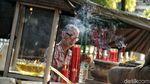 Umat Budha di Jakut Lakukan Ritual Pindapatta