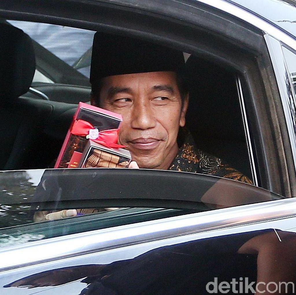 Perempuan yang Terobos Konvoi Jokowi Acungkan Jari Tengah