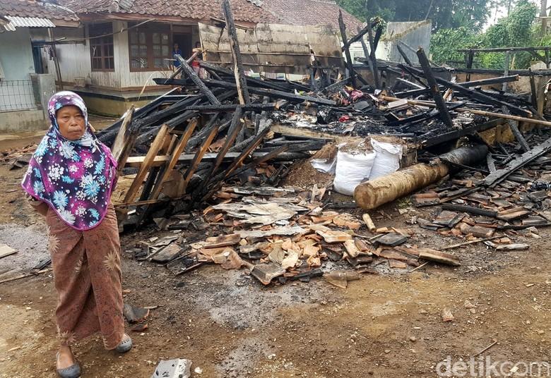 Kebakaran, Seorang Nenek di Sukabumi Selamatkan Tetangganya