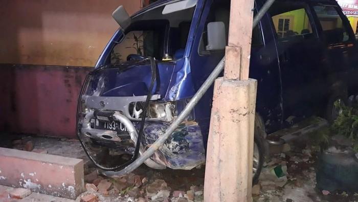 Mobil pelaku yang mengalami kecelakaan (Foto: istimewa)
