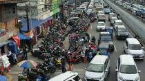 Potret Semrawutnya PKL dan Kendaraan di Jatinegara