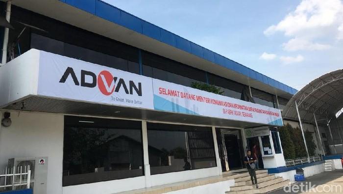 FOTOINET Menkominfo ke pabrik Advan Semarang