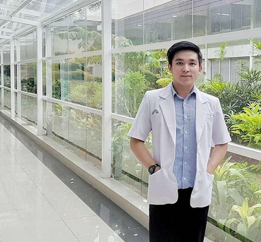 Pesona Ervan, Dokter Ganteng yang Dekat dengan Ayu Ting Ting