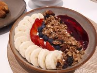 All Things Delicious: Menikmati <i>Smoothies Bowl</i> Segar Buatan Kafe Halal Singapura