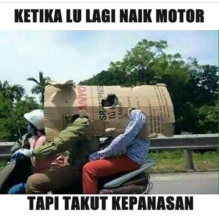 Buat yang sering bilang naik motor itu panas. (Foto: Internet)