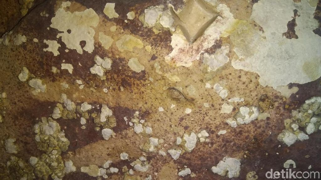 Cap Tangan Purba di Gua Jarie Sulsel Lukisan Tertua di Dunia?