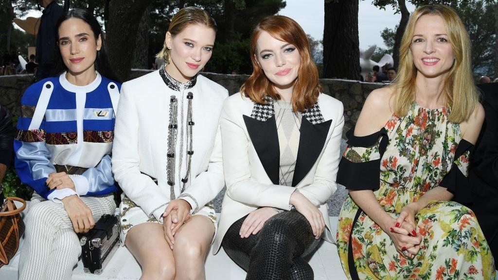 Foto: Adu Gaya Selebriti Dunia di Fashion Show Louis Vuitton