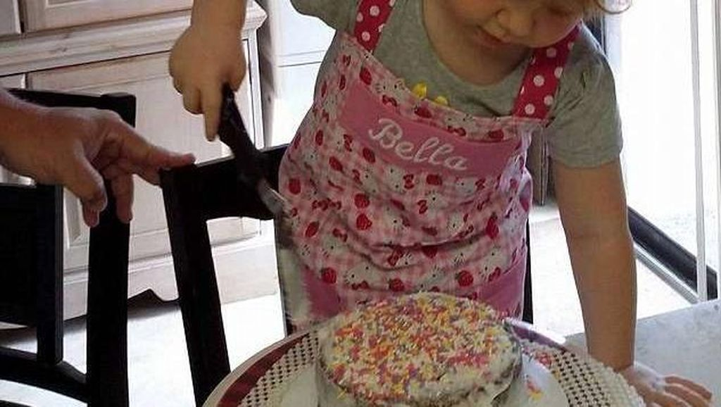 Bikin Haru, Anak 4 Tahun Ini Kirimkan Kue Ulang Tahun untuk Ibunya di Surga