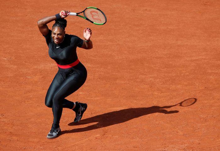 Serena Williams tampil beda di Prancis Terbuka 2018. (Foto: Christian Hartmann/Reuters)