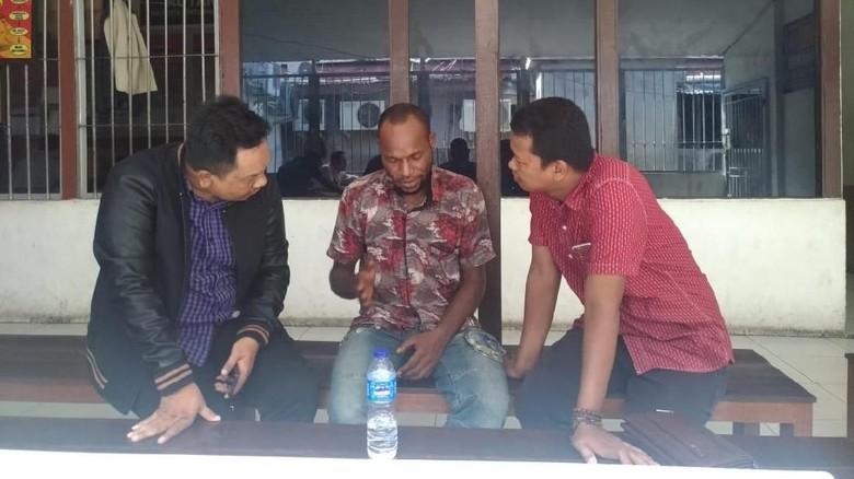 Ditahan, Frantinus Tersangka Ancaman Bom Lion Air Menangis