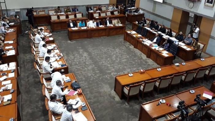 Rapat BNPT dengan Komisi III DPR. (Tsarina Maharani/detikcom)