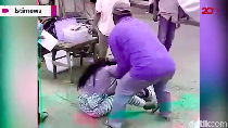 Video Emak-emak Pedagang Takjil Duel Rebutan Lapak