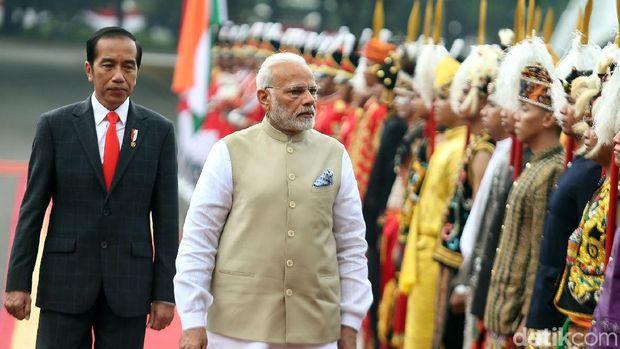 Presiden Jokowi saat menerima kunjungan PM India Narendra Modi di Jakarta.
