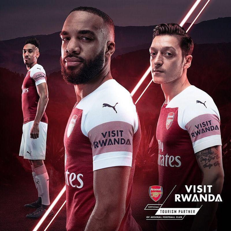 Dewan Pembangunan Rwanda melalui Biro Konvensi Rwanda resmi menjadi Tourism Partner Arsenal. Dalam kerja sama selama 3 tahun ini, logo Visit Rwanda akan muncul di bagian lengan jersey Arsenal musim 2018/2019 (arsenal/Instagram)