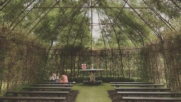 Foto: Tidak hanya untuk beribadah, gereja ini juga sering digunakan untuk acara pribadi seperti pernikahan. (caseyanncurtis/Instagram)