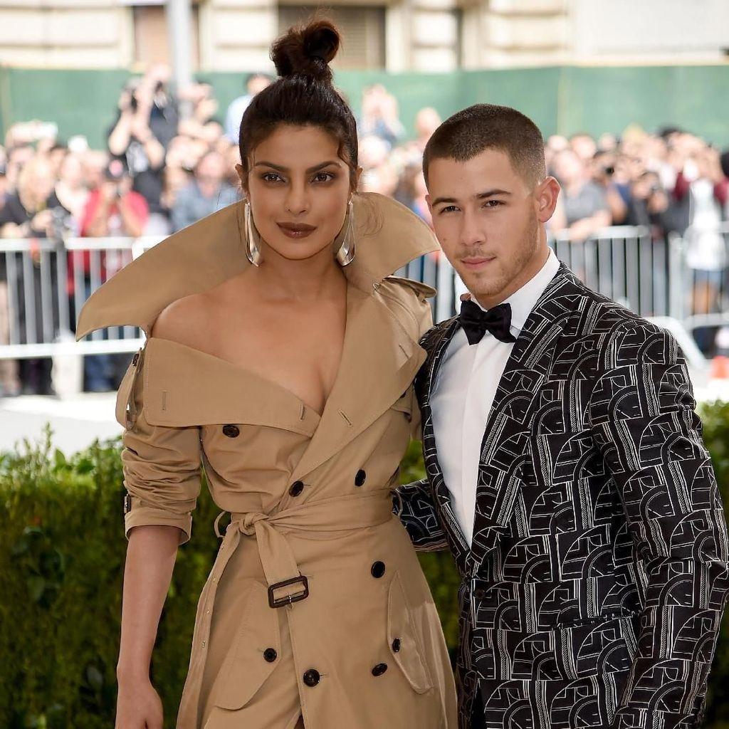Terbang Ke India, Nick Jonas Temui Ibunda Priyanka Chopra