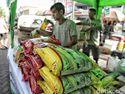 BUMN Sebar 2.000 Paket Sembako Murah Seharga Rp 25.000
