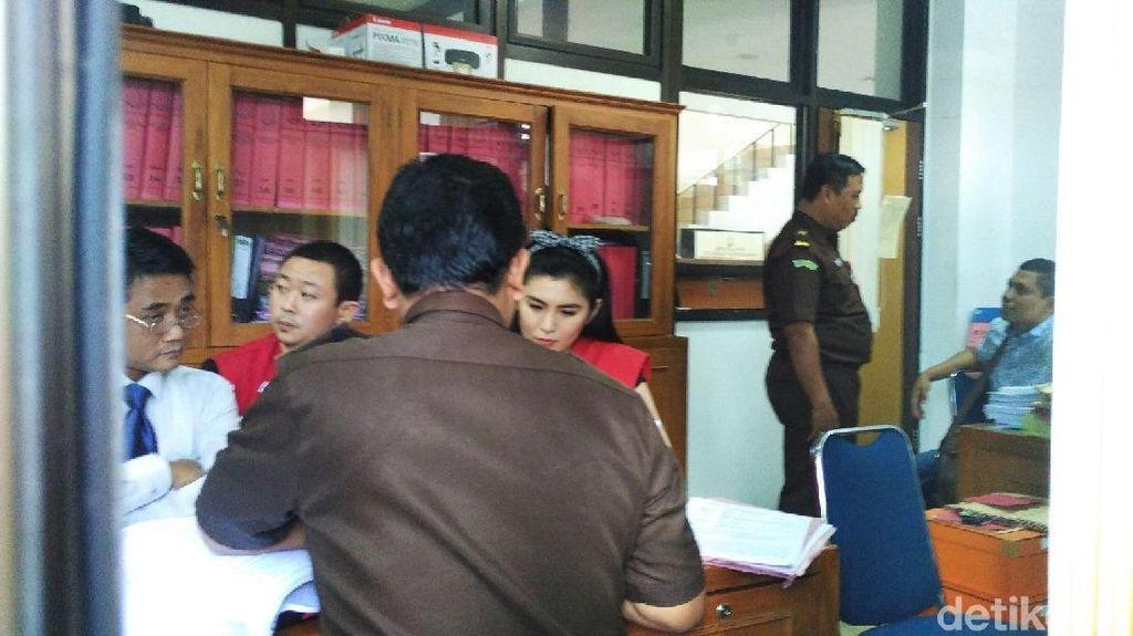 Berkas Perkara Penipuan Selebgram Angela Lee Sudah P21