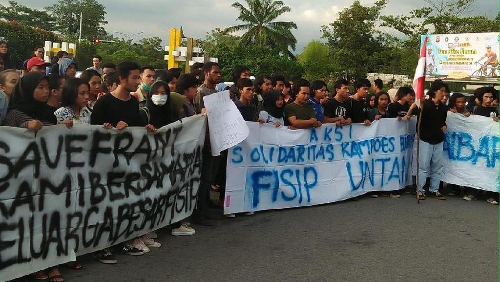 Mahasiswa Demo Minta Frantinus Tersangka Candaan Bom Dibebaskan