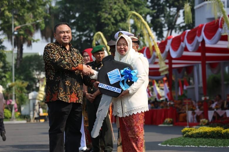 HUT Surabaya, Pelindo III Beri Kado 4 Truk Kebersihan