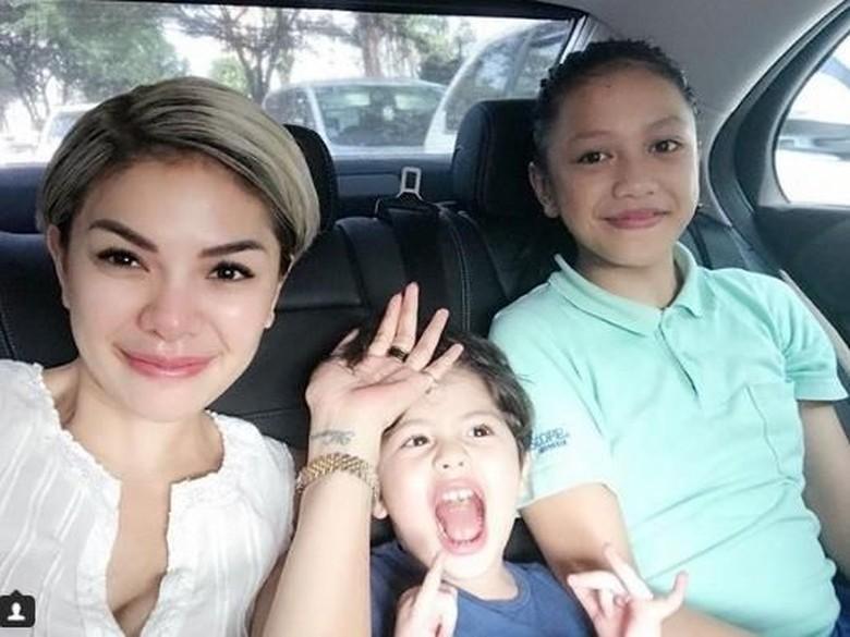 Nikita Mirzani Siapkan THR Rp 50 Juta, Iko Uwais Lebaran di Rumah Sakit