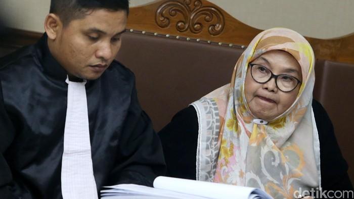 Eks Menkes Siti Fadilah mengajukan PK atas putusan perkara korupsi pengadaan alkes. Ada sejumlah bukti baru yang diajukan Siti.