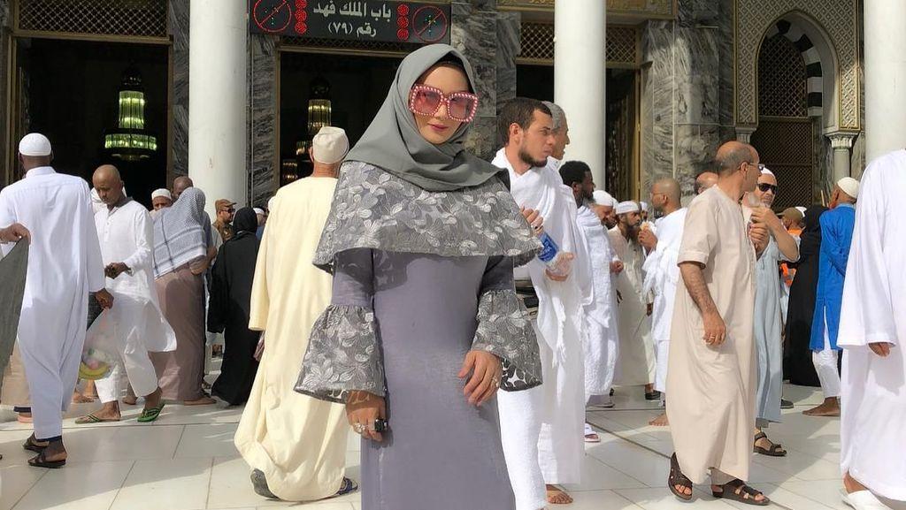 Foto Saat Umrah Dikritik Netizen, Ini Kata Krisdayanti