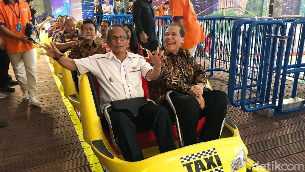 Momen Seru CT Jajal Wahana Roller Coaster di Transmart Yasmin Bogor