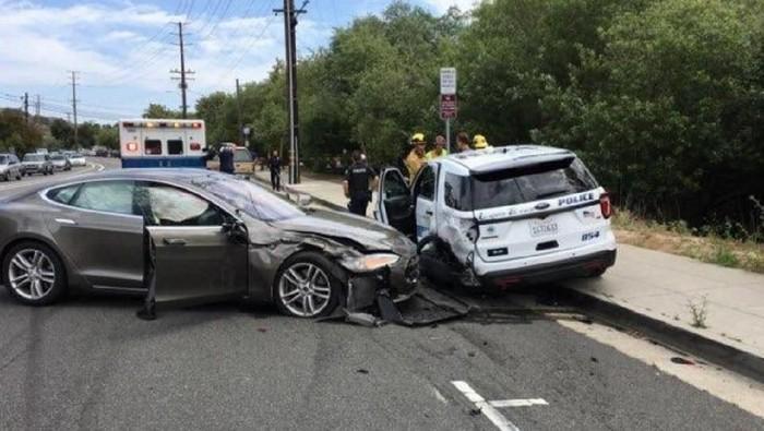 Kecelakaan Tesla. Foto: Digital Trends