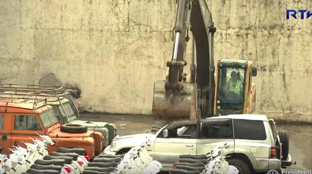 Ini Alasan Filipina Hancurkan Mobil dan Motor Selundupan