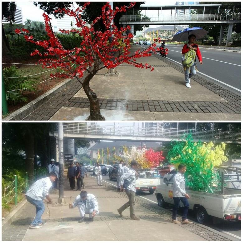Image result for pohon imitasi di trotoar jakarta