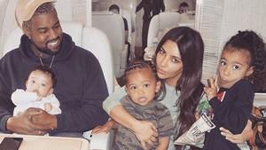 Tingkah Menggemaskan 2 Anak Kim Kardashian Saat Main Bareng