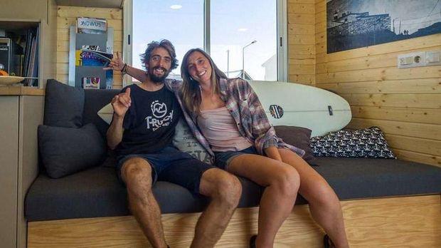 Pasangan Eduardo dan Daniela (Truck Surf Hotel)