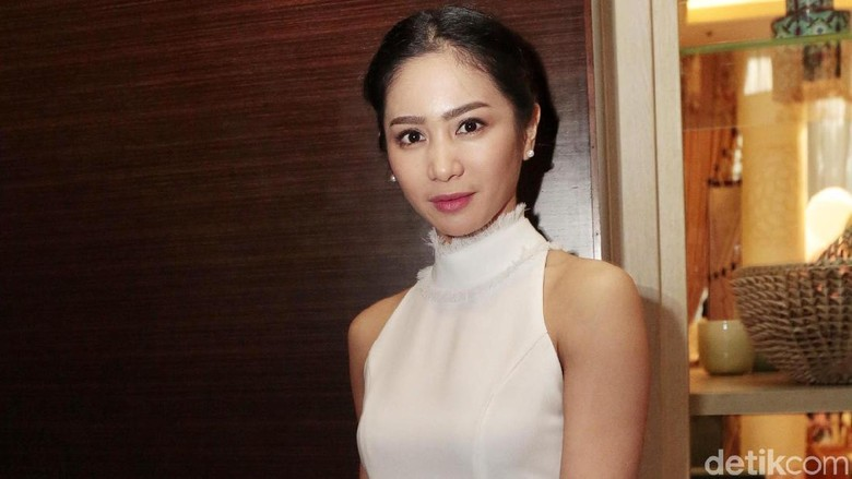 Transformasi Bunga Zainal, Dari Pemain FTV hingga Jadi Istri Bos PH