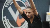 Adem! Gaya Anggun Raline Shah yang Ternyata Rajin Olahraga