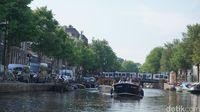 Kanal yang merupakan jalur transportasi di Amsterdam (Afif Farhan/detikTravel)