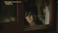 Sederet artis Korea yang bikin heboh karena terciduk sedang merokok. Walau tak semua terkonfirmasi keasliannya, penggemar dibikin kecewa karenanya.