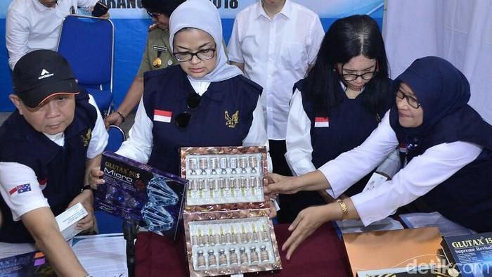 Obat kecantikan ilegal disita di Semarang. (Ilustrasi: Angling Adhitya Purbaya/detikcom)