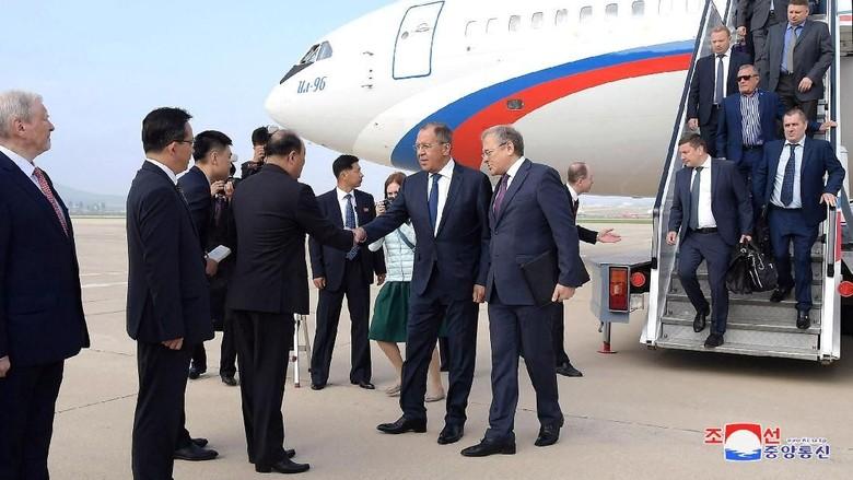 Kunjungi Korea Utara, Menlu Rusia Bertemu Kim Jong-Un Sekaligus Antarkan Undangan Dari Presiden Putin