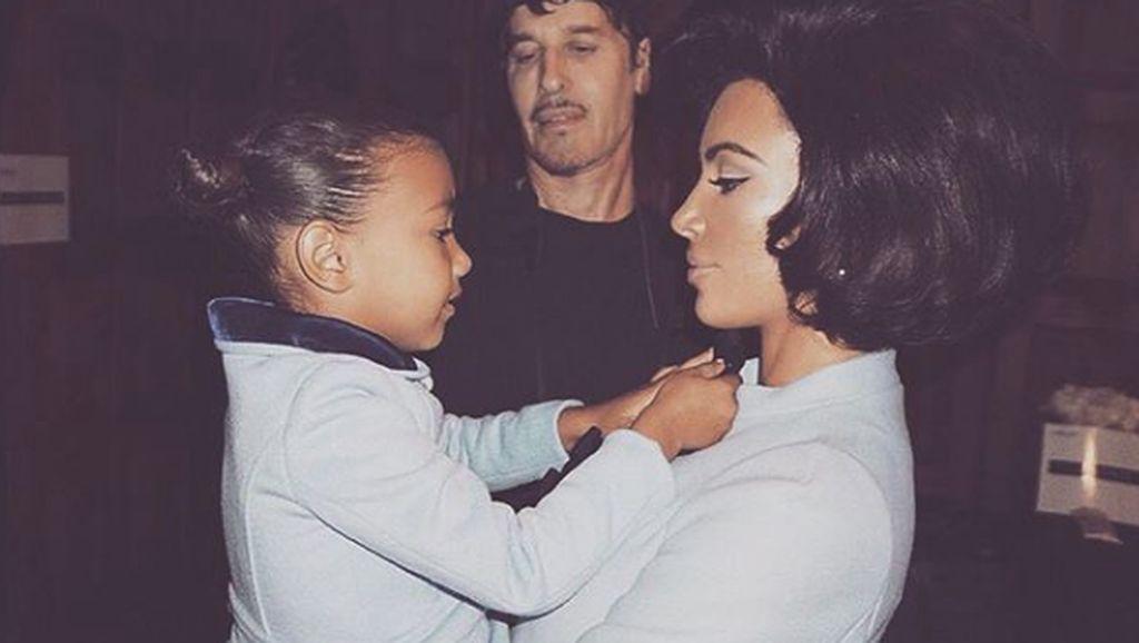 Tentang Semprotkan Parfum ke Kulit Anak Seperti Kim Kardashian