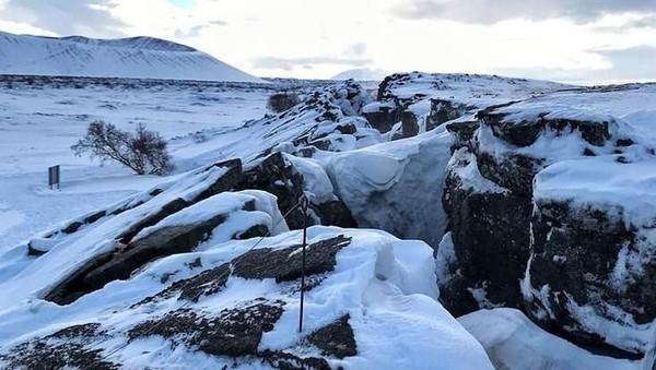 Foto: Jalanan menuju gua kala musim dingin (iidesuyo/Instagram)
