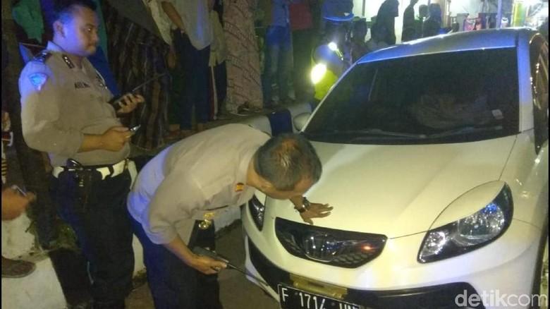 Diduga Mabuk, Pemobil Tabrak Mobil Jenazah di Sukabumi
