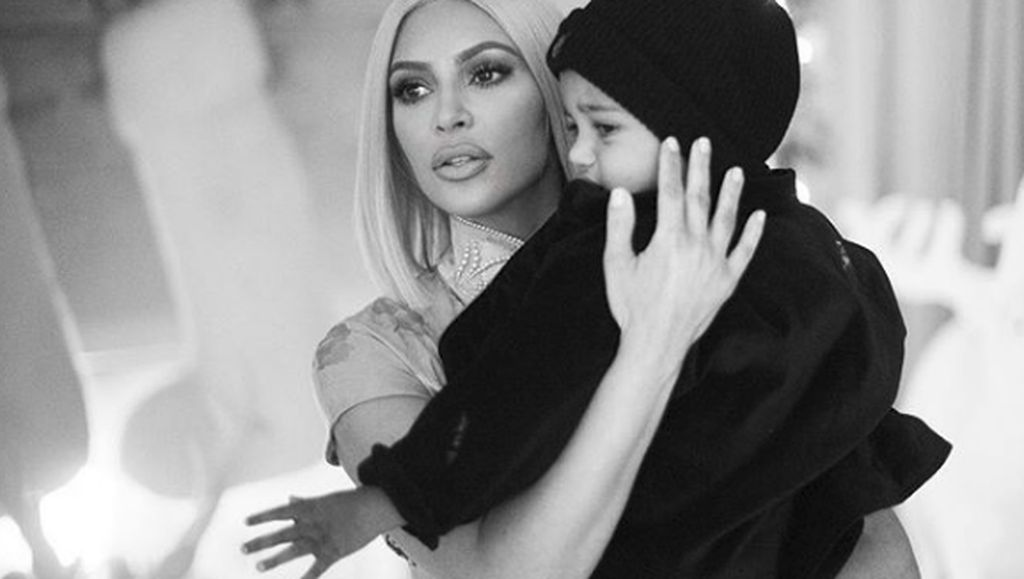 Foto: Wujud Kasih Sayang Kim Kardashian untuk Anak-anaknya
